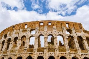 colosseo il punto di riferimento più noto e notevole di roma un foto