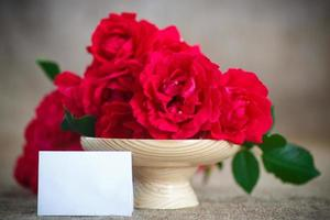 bellissimo bouquet di rose rosse foto