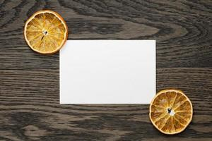 fette d'arancia essiccate con cartoncino