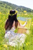 donna pittore è creare foto all'aperto