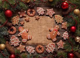 cornice di Natale spazio vuoto per il testo di progettazione con biscotti di pan di zenzero
