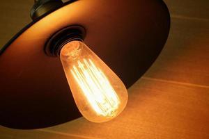 lampadine che brillano in studio. foto