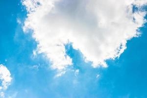 bule sullo sfondo del cielo foto