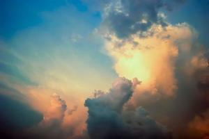 sfondo arancione scenico del cielo al tramonto foto