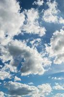 luce del giorno del cielo con la nuvola foto