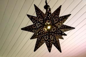lampada a forma di stella arrugginita