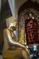 immagine del buddha nel monastero taunggyi