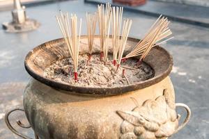 vaso di bastoncini d'incenso