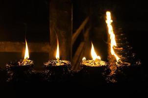 la candela di preghiera buddista foto