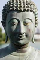 primo piano della statua del buddha