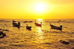 bellissima spiaggia al tramonto sfondi foto