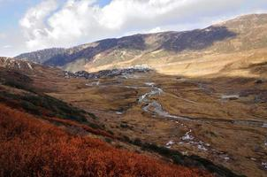 valle del nathang sotto le nuvole, sikkim foto