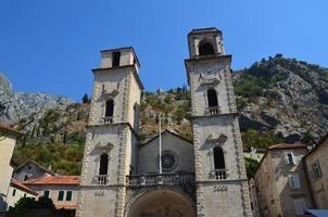campanile della chiesa kotor montenegro foto