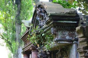 vecchio cimitero ebraico abbandonato foto