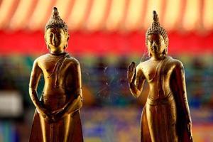 sculture dorate del buddha