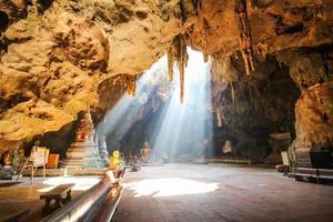 grotta di khao luang, phetchaburi thailandia