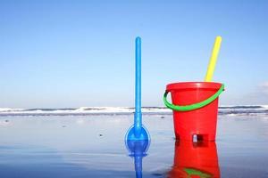 secchio e paletta da spiaggia foto