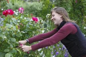 donna di giardinaggio
