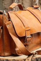 borsa su fondo in legno