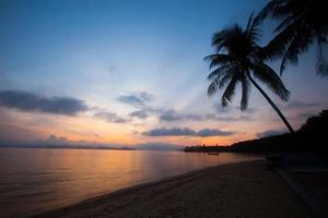 bellissimo cielo al tramonto crepuscolare foto