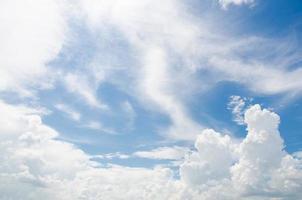 nuvola e cielo blu foto