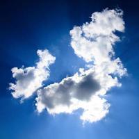 cielo blu con nuvola closeup foto