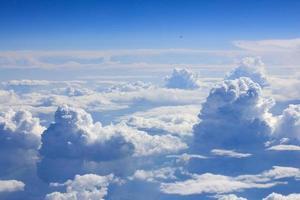nuvole e vista del cielo da un aeroplano foto