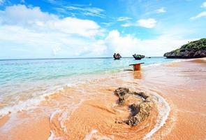 cielo blu e una bella spiaggia, Okinawa, in Giappone