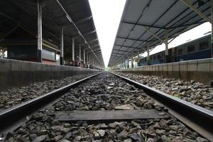 binari ferroviari foto