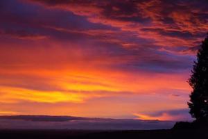 wolkenhimmel abends koeln foto