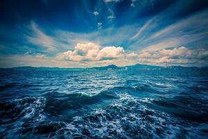 nuvola estiva e vista sul mare