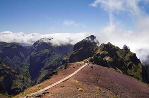 inizio del sentiero di trekking pico do areeiro, madeira