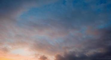 nuvole previsioni del tempo in autunno foto