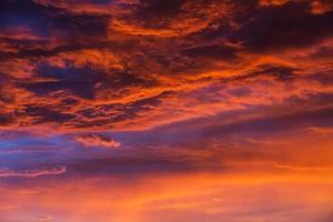 wolken abenddaemmerung foto