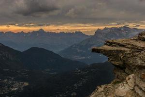 trampolino di montagna pronto per il soggetto tramonto delle Alpi del Rodano in Francia