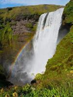 cascata di skogafoss con arcobaleno