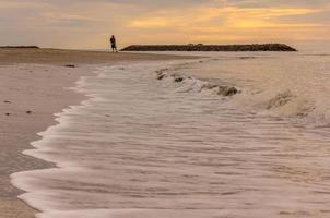 spiaggia tropicale di sabbia bianca foto