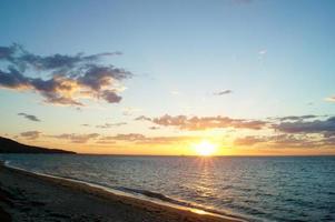 tramonto sulla spiaggia a dromana, australia.