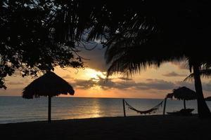 alba in spiaggia, belize foto