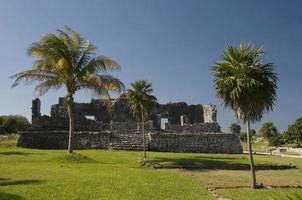 rovine del tempio maya a tulum foto