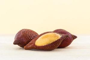 frutti di palma salak, frutta tropicale. foto