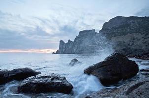pietre e il mare foto