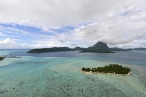 vista aerea su bora-bora foto