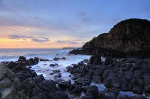 rocce vulcaniche di minamurra con la bassa marea
