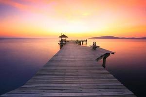 modo percorso per vedere il tramonto sulla spiaggia foto