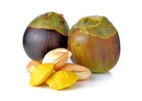 tutta la frutta fresca di palma toddy e torta su sfondo bianco foto