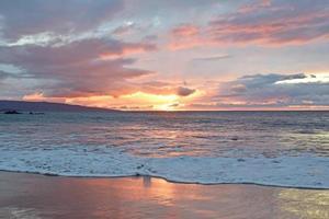 tramonto della spiaggia dello stato di Wailea foto