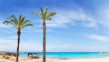 els pujols formentera beach con acqua turchese foto