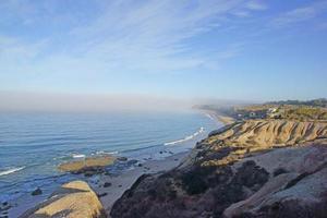 spiaggia dalla vista della scogliera