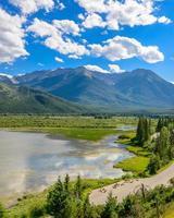 fiume di montagna in British Columbia, Canada. foto